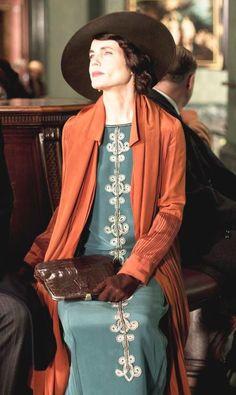 Cora the Countess Downton Abbey season 5 costume designer Anna Mary Scott Robbins Downton Abbey Costumes, Downton Abbey Fashion, Elizabeth Mcgovern, Vintage Outfits, Vintage Fashion, Fashion 1920s, Fashion 2015, Lady Mary, Mein Style