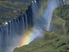 Где находится #водопад гремящий дым или #виктория?