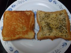 Save some money and use some of the slices from your loaf of bread to make some delicious garlic bread to go with whatever pasta dish you may be cooking up for dinner. Garlic Bread Recipe With Regular Bread, Frozen Garlic Bread, Homemade Garlic Bread, Make Garlic Bread, Garlic Toast Recipe, Homemade Breads, Easy Bread Recipes, Cooking Recipes, Simple Recipes
