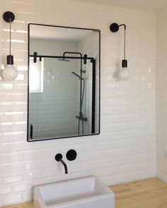Bathroom remodeling by architect Sara Pires. Portugal.