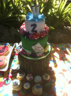 Alice in Wonderland - A Very Merry UnBirthday Cake  www.sweetnessbakeshop.net  facebook.com/sweetnessbakeshop