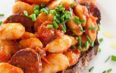 Fagioli all'uccelletto - La ricetta dei fagioli all'uccelletto: direttamente dalla cucina toscana, ecco come preparare una pietanza naturalmente vegan in poche mosse