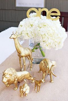 Love the gold animals for a baby shower Stylish Golden Birthday Party Safari Theme Party, Safari Birthday Party, Jungle Party, Baby Birthday, First Birthday Parties, First Birthdays, Party Themes, Party Ideas, Themed Parties