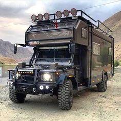 Swipe to view Mehmet Yildiz's colossal Defender camper. Defender Camper, Defender 130, Land Rover Defender, Camper Caravan, Truck Camper, Camper Van, Campers, Acessórios Jeep Wrangler, Carros Suv