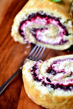 Blackberry Basil Swiss Roll * Use 2 egg whites, 1 egg * Use Greek Yog frosting recipe Cake Roll Recipes, Dessert Recipes, Drink Recipes, Cupcakes, Cupcake Cakes, Just Desserts, Delicious Desserts, Jelly Roll Cake, Swiss Roll Cakes