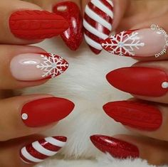 Here are the best Christmas acrylic nails designs, cute Christmas nails and red Christmas nails 2018 that We've Cherry Picked, to act as an inspiration for you! Holiday Nail Art, Christmas Nail Art Designs, Winter Nail Designs, Cute Christmas Nails, Xmas Nails, Red Nails, Acrylic Nail Designs, Acrylic Nails, Winter Nails