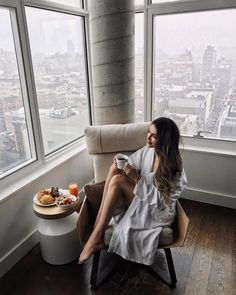 9 successful women share their morning routines and how they get a productive start to their days! Business Woman Successful, Successful Women, Business Women, Couple Photography Poses, Photography Women, Lifestyle Photography, Fashion Photography, Luxury Lifestyle Fashion, Women Lifestyle