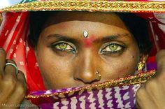 Most Beautiful Eyes, Beautiful People, Beautiful Women, People With Green Eyes, Short Permed Hair, Dehati Girl Photo, Historical Women, Beauty Around The World, Black Image