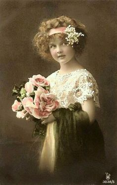 Vintage photo of child with roses Vintage Prints, Vintage Abbildungen, Images Vintage, Vintage Ephemera, Vintage Girls, Vintage Pictures, Vintage Beauty, Old Pictures, Vintage Postcards