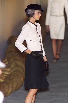 chanel runway 2001 | Chanel / Chanel Spring 2001 Runway Pictures - StyleBistro