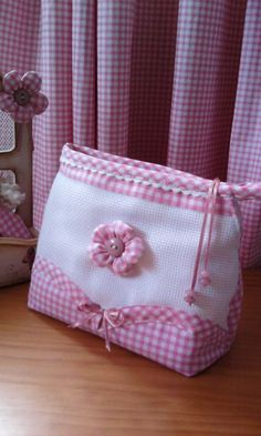 love the colours Fabric Handbags, Fabric Bags, Sewing Art, Baby Sewing, Mochila Tutorial, Baby Boy Dress, Vanity Bag, Craft Bags, Purse Organization