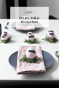 DIY minimalistic Easter table decoration LOOK WHAT I MADE . Ester Decoration, Spring Decoration, Easter Table Settings, Easter Table Decorations, Easter Brunch, Easter Party, Diy Osterschmuck, About Easter, Diy Ostern