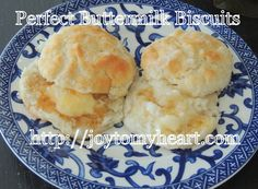 One more perfectly wonderful recipe using the extra sourdough starter you have to discard at a feeding. Make these Buttery Sourdough Biscuits! Sourdough Biscuits, Sourdough Recipes, Homemade Biscuits, Buttermilk Biscuits, Bread Recipes, Dough Starter Recipe, Starter Recipes, Bread Baking, Recipe Using