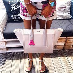 Ďakujeme našej spokojnej zákazníčke za milú fotku💞 PinkⒶ ako Adriana💋 #ilovekuku www.ilovekuku.com Celine Luggage, Luggage Bags, Tote Bag, Photo And Video, Videos, Instagram, Totes, Tote Bags