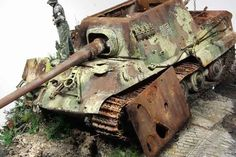 "Diorama ""Jagdpanzer VI Jagdtiger 'and a man adjusting himself'"" Sons Of Horus, Best Armor, Tiger Tank, Tank Destroyer, Model Tanks, Military Modelling, Ww2 Tanks, Armored Vehicles, Photos Du"