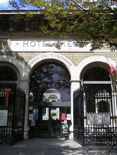 Hotel Dieu - Entree principale - Hôtel-Dieu de Paris — Wikipédia