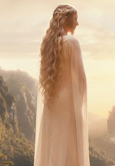 Galadriel - so beautiful. This is exactly how I imagine her when reading.