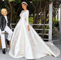 Miranda Kerr channelled the elegant look of Grace Kelly in a couture wedding gown from Dior at her wedding with Evan Spiegel. Miranda Kerr Married, Miranda Kerr And Evan, Dior Wedding Dresses, Couture Wedding Gowns, Bridal Dresses, Party Dresses, Celebrity Wedding Gowns, Dior Gown, Wedding Looks