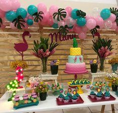 Festa Tropical: 110 ideias e tutoriais cheios de alegria e cores 13th Birthday Parties, Luau Birthday, Fiesta Party, Luau Party, Flamenco Party, Prom Decor, Flamingo Birthday, Tropical Party, Birthday Decorations