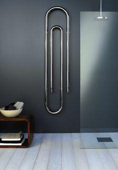 badezimmer mit modernen heizkörper