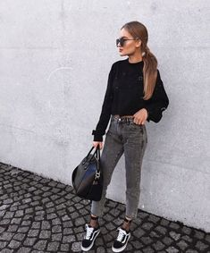 dark wash grey jeans with a black sweatshirt and vans paired with fishnet ankle… Outfit Jeans, Outfits Leggins, Casual Dress Outfits, Jean Outfits, Fall Outfits, Jeans And Sneakers Outfit, Sneakers Fashion, Black Jeans Outfit Winter, Black Vans Outfit