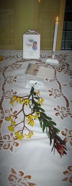 Ristiäispöydän kukkasetelma voi olla myös hieman toisenlainen.