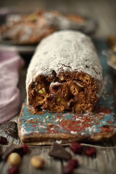 Chocolate Fruit and Nut Salami Italian Desserts, Sweet Desserts, Sweet Recipes, Cookbook Recipes, Dessert Recipes, Raw Cake, Healthy Cake, Portuguese Recipes, I Love Chocolate