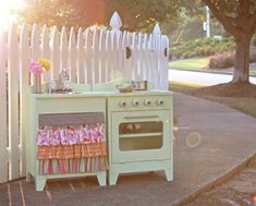 Beautiful handmade toy kitchen!!!  Too bad this couple doesn't sell them anymore....