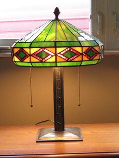 Bradley & Hubbard Leaded Stained Glass Art & Crafts Table Lamp