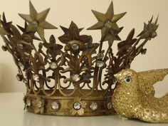 Love this crown and it's starry flowers.