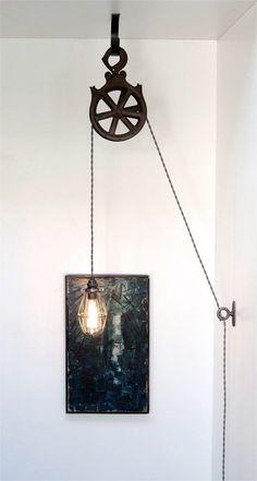 La mia lampada puleggia popolare è un kit fai da te! La lampada completata sarà un vero e proprio eye catcher - ho avuto una serie di lampade industriali personalizzati unici in casa mia, ma la mia versione di questa lampada è stata sempre gli ospiti prima una domanda circa!  Il kit include: (1) gancio a soffitto in acciaio anticato a mano, in ghisa (1) tie-off loop, zoccolo chiaro (1) in ottone massiccio con finitura olio strofinato bronzo, (1) gabbia lampadina in acciaio anticato, dodici…