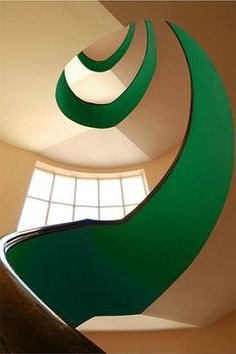 The most amazing ribbon of green on a spiral staircase - a daring look to try at home!