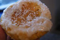 Denne oppskriften tar utgangspunkt i oppskriften min på lussekatter. Dere som eeeelsker mandebollene i boka like mye som jeg gjør, kan selvfølgelig ta utgangspunkt i den oppskriften i stedet! Men d… Raw Food Recipes, Gluten Free Recipes, Great Recipes, Vikings, Biscotti Biscuits, Raw Cake, South Beach Diet, Dukan Diet, Brownie Cake