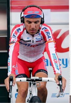 Wonder what kind of music sounds in @Joaquim Rodriguez ears - heavy beats or relaxing tunes (pic @katushacycling) #giro