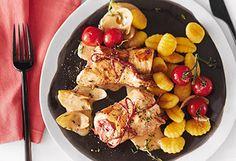 Huhn-Paprika-Röllchen mit Tomaten und Gnocchi