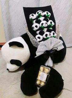 Love it but not with Fererro Roscher rather with Oreos 😍😍😍❤❤❤ Teddy Bear Cartoon, Cartoon Panda, Cute Stuffed Animals, Cute Animals, Panda Birthday Party, Panda Drawing, Baby Panda Bears, Cute Panda Wallpaper, Teddy Bear Pictures