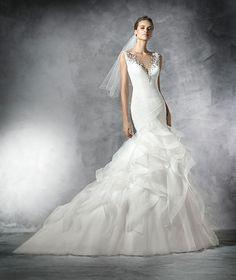 Pronovias 2016 | Vestido de noiva - Modelo Precious em tule e pedraria, com saia em tule com volante acabado em nylon.