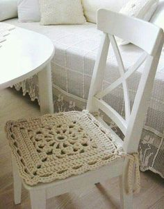 """inspiration """"LOVE the crocheted chair pad!"""", """"Like idea for 'crochet' seat cover"""", """"chair pad - no link for a pattern"""", """" There's no link for a pa Crochet Bedspread Pattern, Crochet Cushions, Granny Square Crochet Pattern, Crochet Tablecloth, Crochet Doilies, Diy Crafts Crochet, Easy Crochet, Crochet Projects, Crochet Decoration"""
