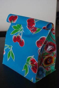 Oil Cloth Lunch Bag   My Life & Style
