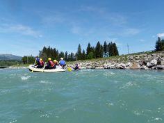 Ausflugstipp: Mit der ganzen Familie aufs Wasser und Spaß haben. Die Rafting Bootstour im Allgäu bietet alles dafür. Jetzt den Alltag vergessen.