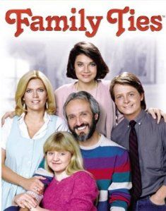 """Family Ties"" -Meredith Baxter-Birney, Michael Gross, Michael J. Fox and Justine Bateman 80 Tv Shows, Old Shows, Great Tv Shows, Nostalgia, Beatles, Mejores Series Tv, Michael J Fox, Michael Keaton, 80s Tv"