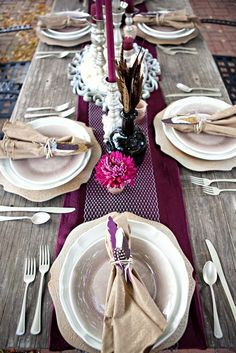 Feather table setting For more update on this trend visit http://www.arizonaweddings.com/