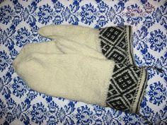 Emkristi: Svartvita vantar Knit Mittens, Mitten Gloves, Knit Stranded, Knitting Yarn, Hand Knitting, Twine, Knits, Knitwear, Arm Knitting