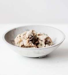 100% raw banana & coconut ice cream with b-raw-nie bites & salted caramel swirl//