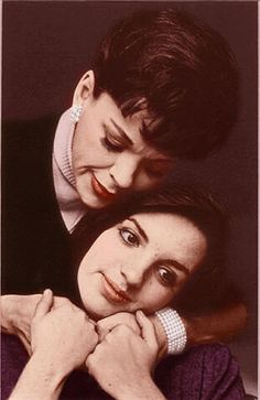 Judy Garland & Liza Minelli pic- proof that bad photo posing is not a new phenomenon.
