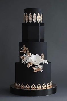 Black and gold wedding cake is just the thing for the edgy bride
