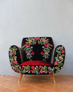Bohemian Midcentury Armchair Embroidered Flowers, Magical Burlesque  Furniture Vintage Embroidery, Punch Needle Embroidery,
