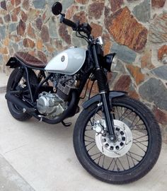 Yamaha-Sr-250-Cafe-Racer-by-Molitery-4-892x1024