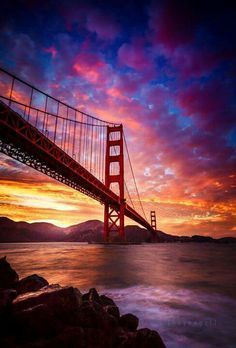 Sunset over the Golden Gate Bridge, San Francisco, California Sunset Photography, Landscape Photography, Scenary Photography, Puente Golden Gate, Photos Voyages, Amazing Sunsets, Beautiful Sunrise, Jolie Photo, Beautiful Landscapes