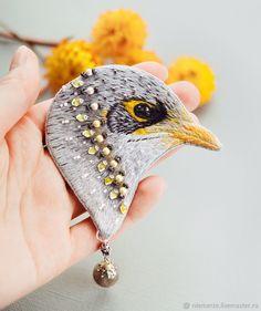 """Вышитая брошь птичка """"Mr. Grey"""" – купить в интернет-магазине на Ярмарке Мастеров с доставкой"""